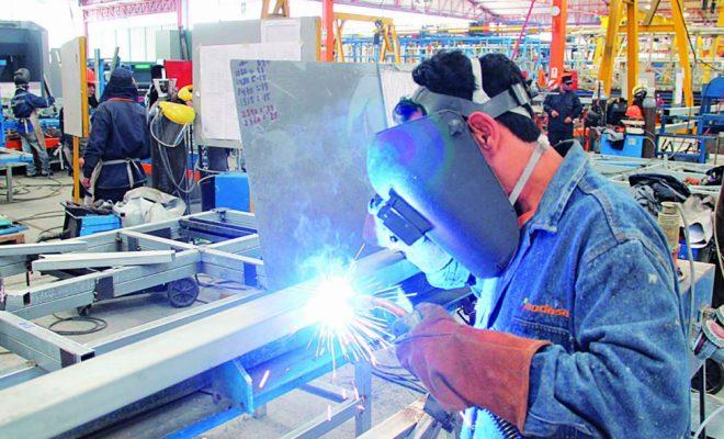 La actividad industrial creció 5,9% en julio y la construcción avanzó 20,3% interanual