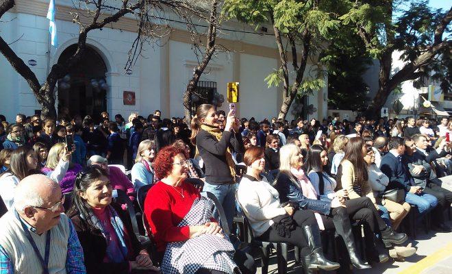 Una multitud festejó las Bodas del Plata del Colegio.