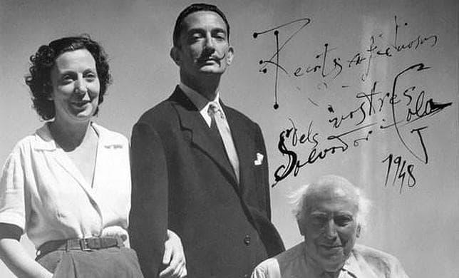 Salvador Dalí junto a su padre y a su hermana