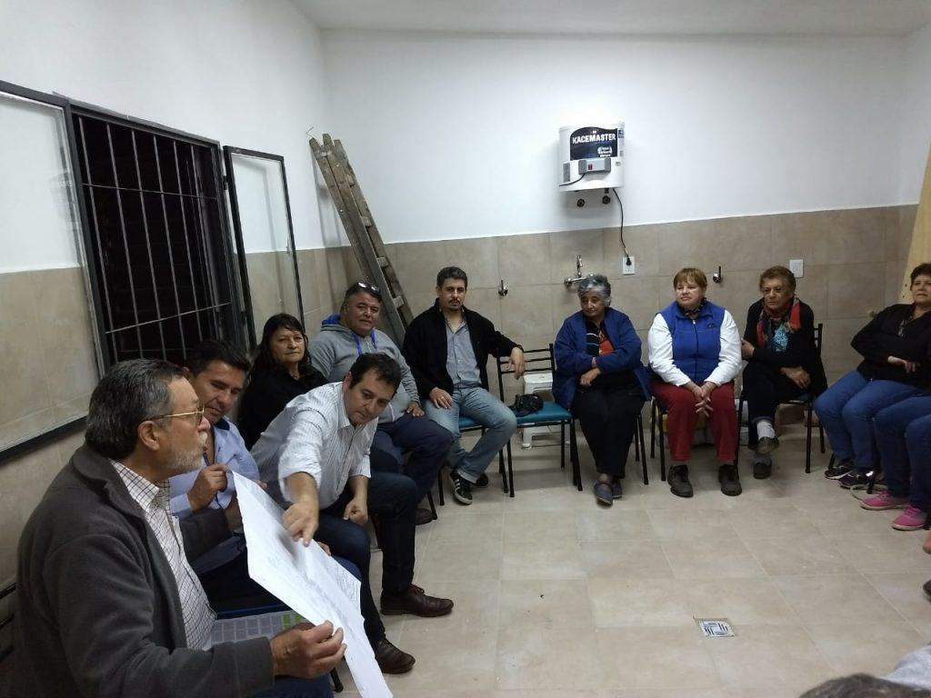 Reunión de Juan Saieg con vecinos de la ciudad.