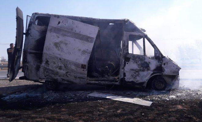Una camioneta del Servicio Penitenciario se incendió mientras trasladaba detenidos