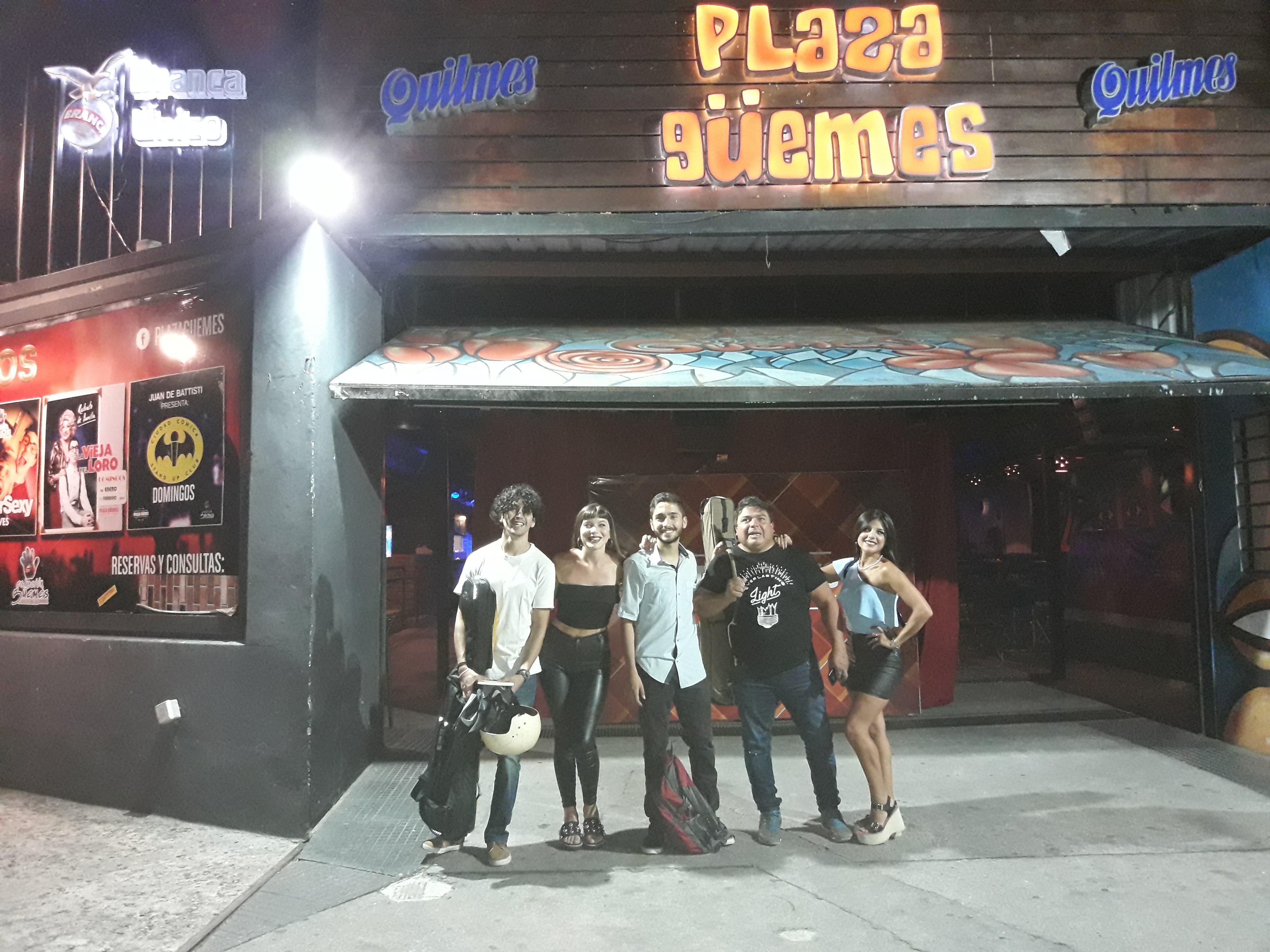 """""""Los Rosales"""", la banda de Agostina con su familia"""
