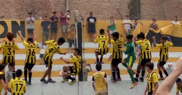 Fútbol: otras dos categorías del Depo en lo más alto de la tabla