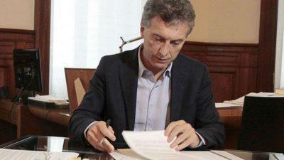 Macri firmó el decreto para el bono de 5 mil pesos
