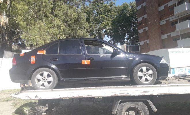 Madrugada con autos secuestrados y multas por excesos