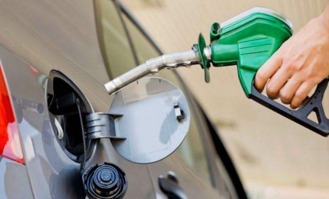 YPF baja hasta 3,2% naftas y gasoil