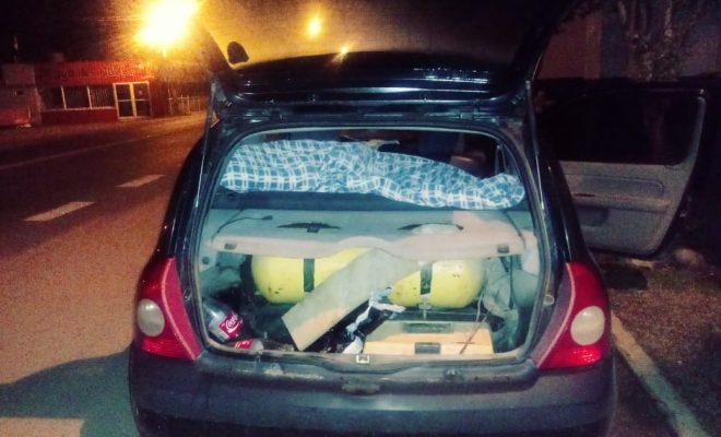 La Bolsa: detenidos por abrir un auto y robar pertenencias