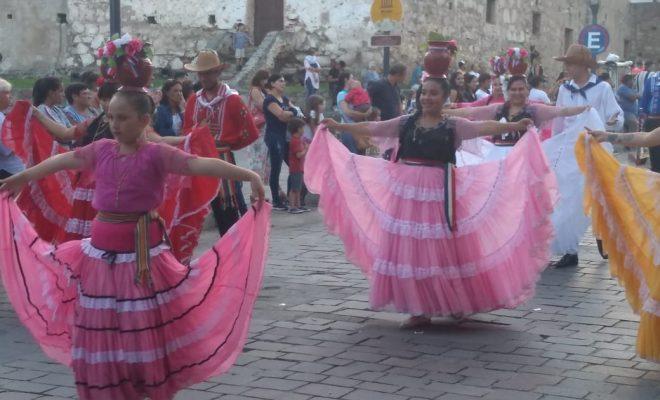 El color del desfile inaugural abrió la fiesta mayor de la ciudad