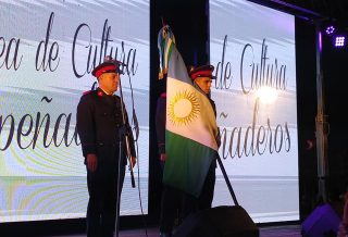 Despeñaderos festejó su cumpleaños con alegría y bandera propia