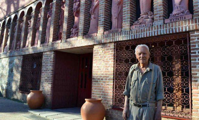 Juan Santiago Bouchon, creador y director del Museo Polifacético Rocsen ubicado en la localidad cordobesa de Nono.