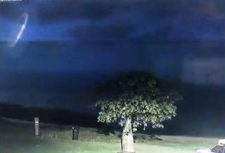 Registran video de un ovni durante una tormenta eléctrica