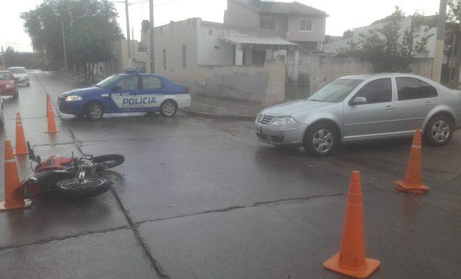 Choque con motociclista herido en barrio Sur