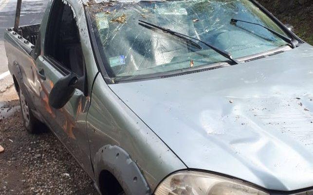 Un automóvil volcó cerca del paredón del Dique Los Molinos