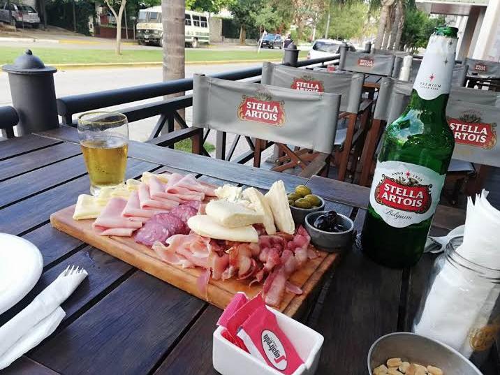 """El clásico de """"el bule"""": LEYENDAS, food and drinks."""