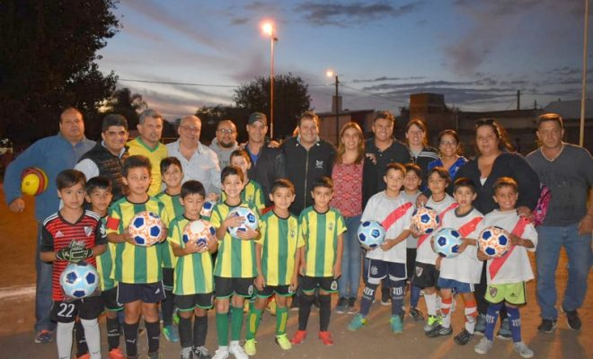 Entregaron elementos deportivos a clubes de la Liga Infantil