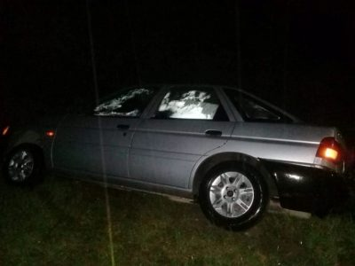 Falda del Carmen: el conductor de una Ford Escort pierde el control.