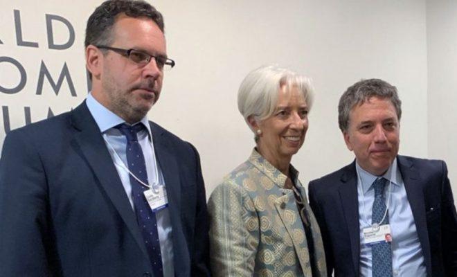 Con el dólar por las nubes, el FMI elogió la política económica de Macri