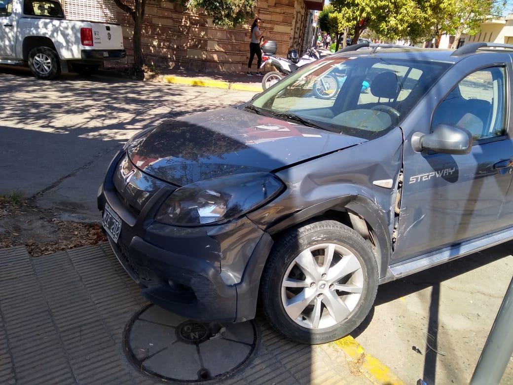 Fuerte choque en la esquina de Paraguay y Agustín Aguirre