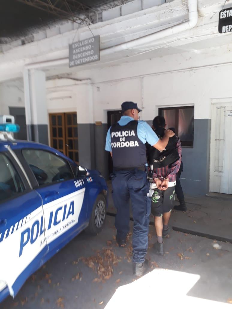Completito: quiso coimear a un policía y luego intentó agredirlo