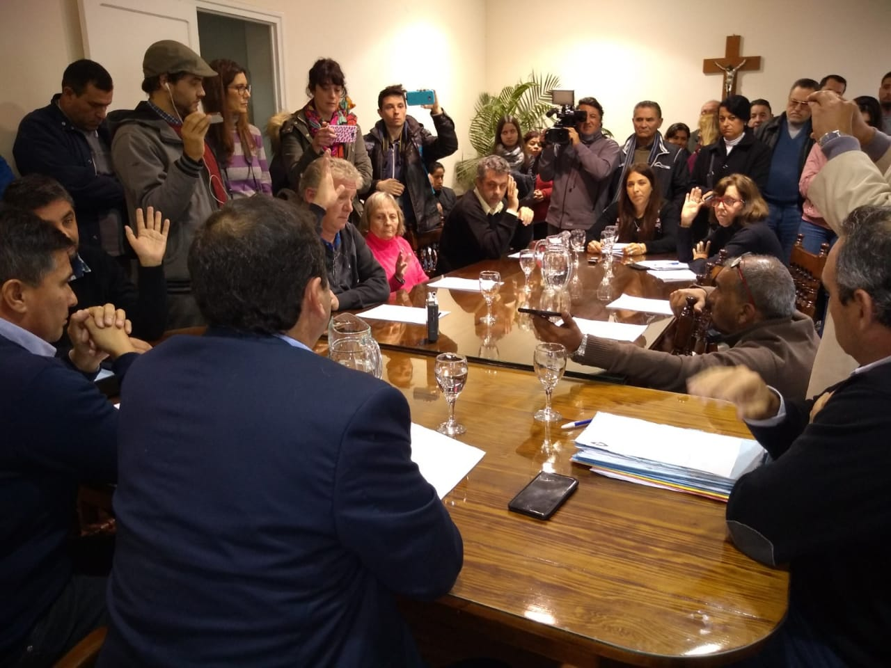 CONCEJALES PIDEN LA SUSPENSIÓN MOMENTÁNEA DEL VICE INTENDENTE Y EL SECRETARIO ADMINISTRATIVO