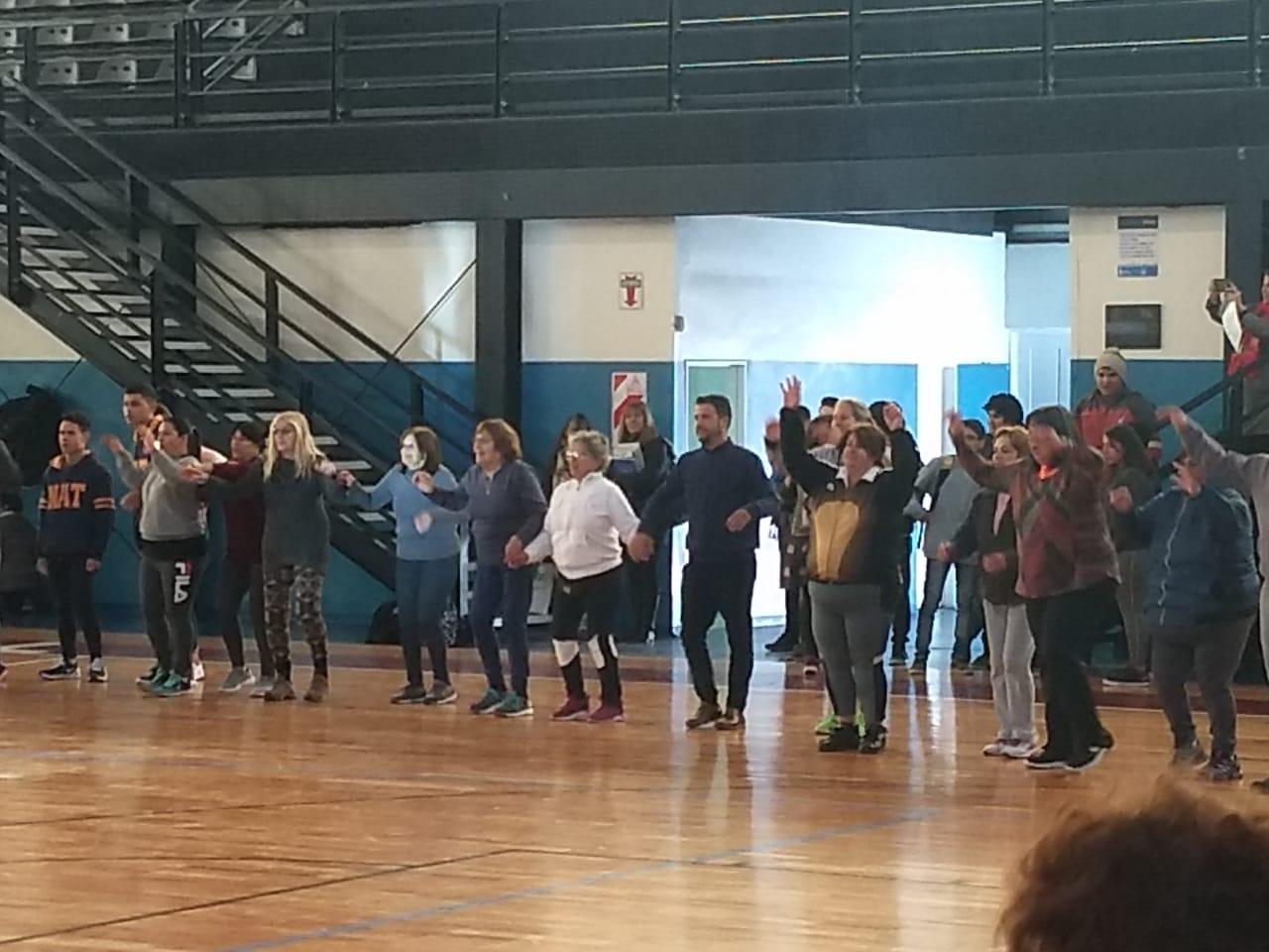 """""""Actividad Física, Conciencia, y Salud"""" en el Polideportivo Municipal"""