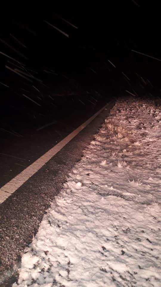 Amanece cortado por nieve el Camino de las Altas Cumbres