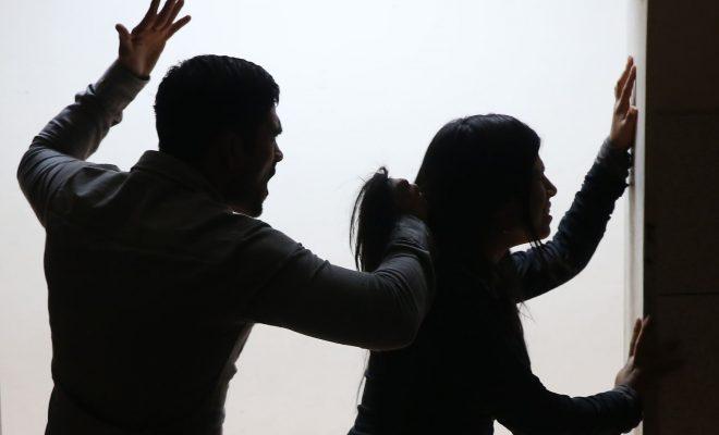 Violencia familiar: a las piñas en plena calle