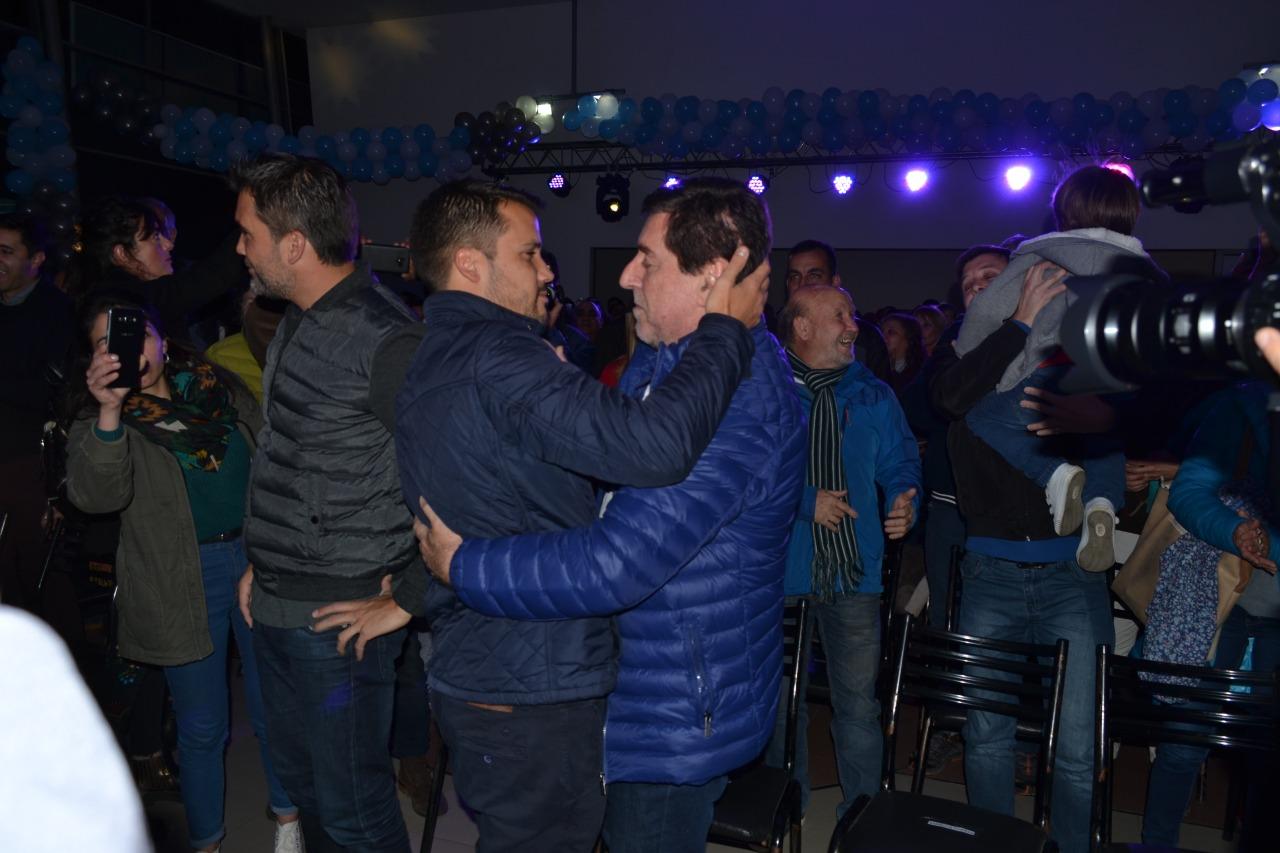 """En un acto muy concurrido de público, se presentó la fórmula """"Marcos Torres - Cristina Roca"""""""