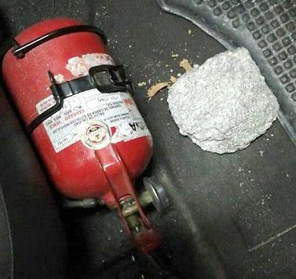 Descontrol en la noche: pedradas y botellas contra automóviles a la salida del boliche