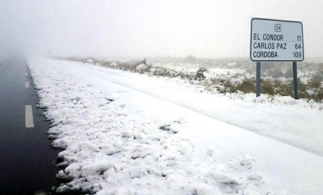 Por aguanieve, se encuentra cortado el Camino de las Altas Cumbres