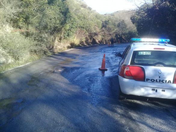 Un auto terminó cayendo a la banquina debido a la presencia de hielo en la ruta