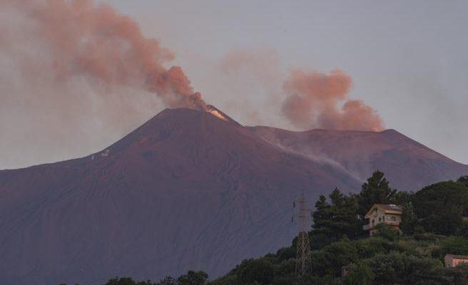El volcán Etna entró nuevamente en erupción