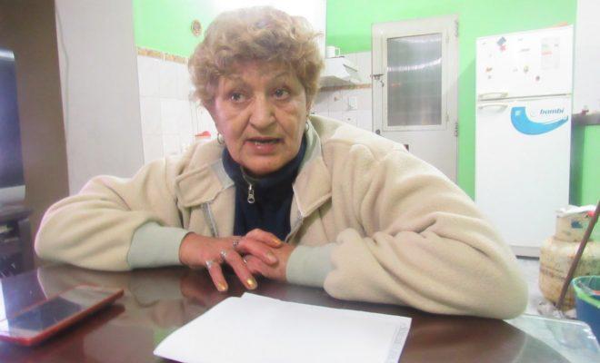 Secuestraron el auto y embargaron el sueldo a una jubilada discapacitada por una deuda pagada hace más de 20 años