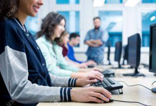 Curso gratuito de computación en la Escuela Rojas