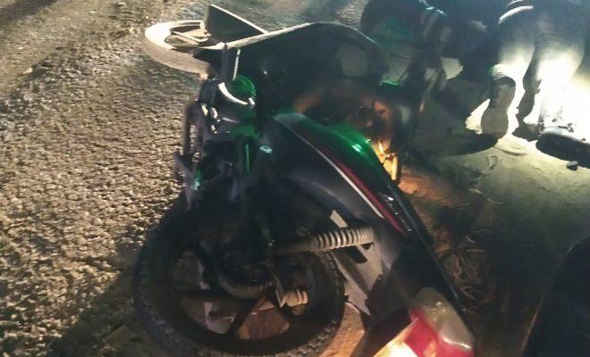 Iban en moto y chocaron de frente: dos heridos