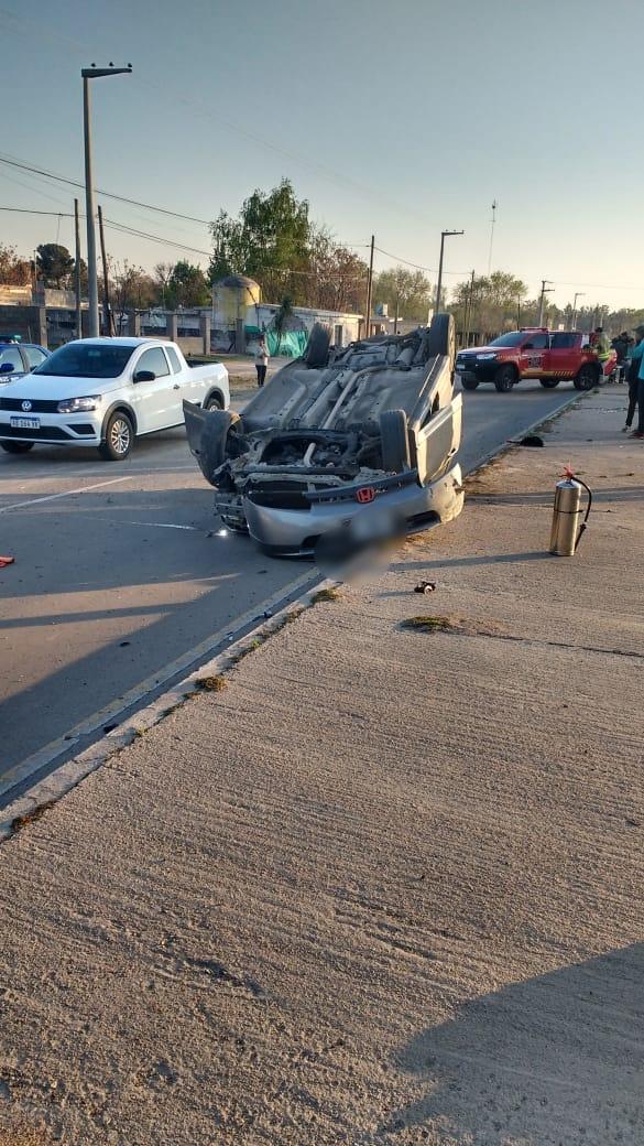 Perdió el control del automóvil y tumbó sobre la autovía