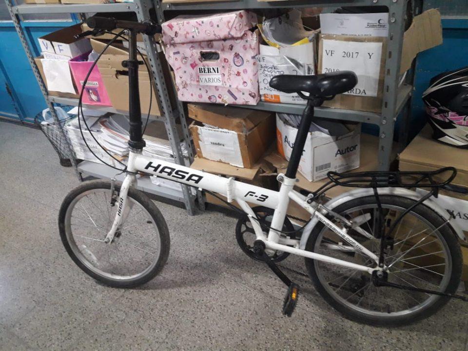 """Recuperaron una de las cuatro bicis robadas a la pareja de viajeros """"Ratatrip"""""""
