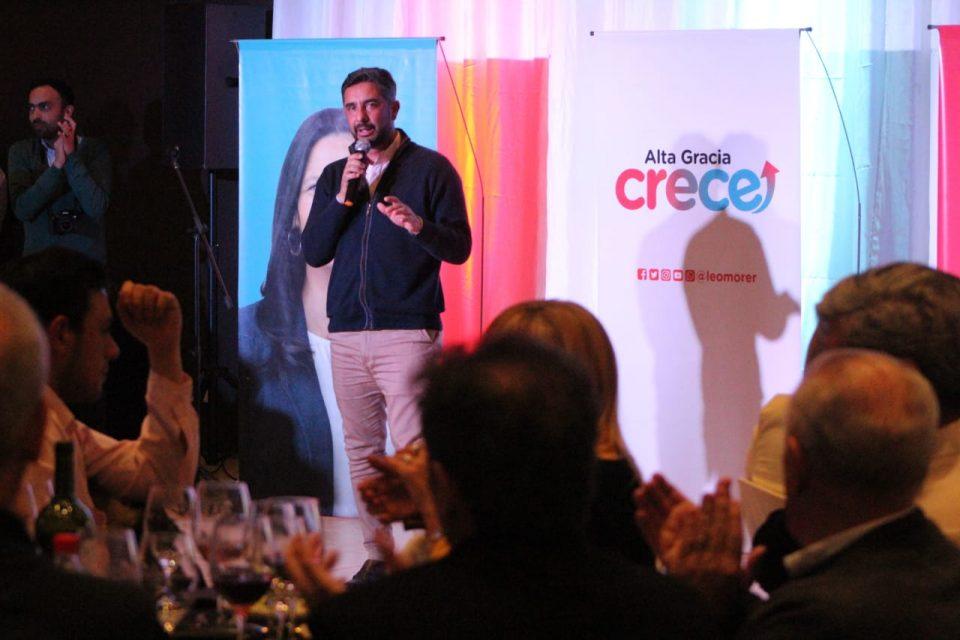 Así se refirió el candidato a intendente, Leandro Morer, en la cena de Alta Gracia Crece. La propuesta apunta a todos los sueldos de empleados municipales.