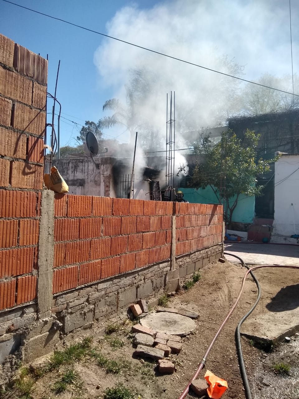 Incendio completo del dormitorio de una vivienda luego de un desperfecto eléctrico