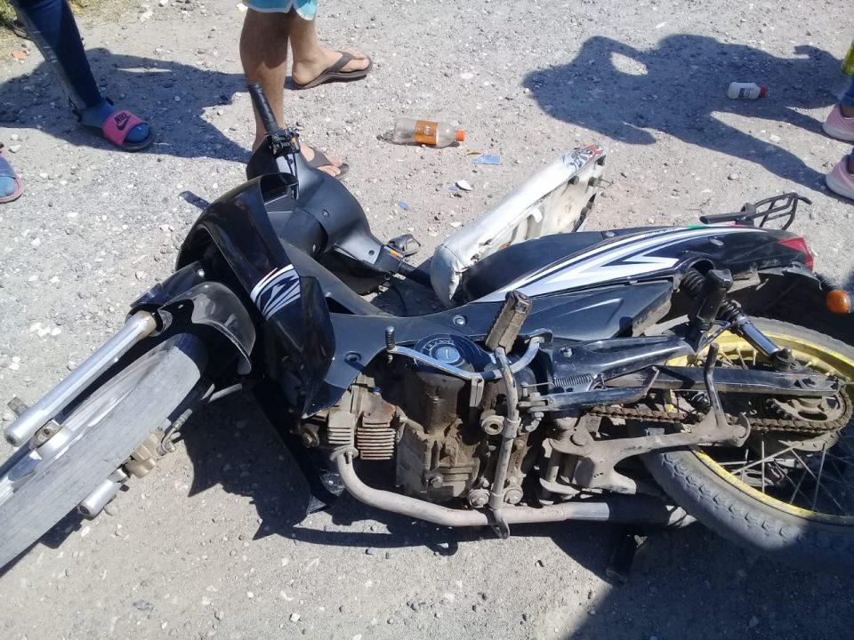 Una joven motociclista resultó lesionada luego de chocar contra una camioneta