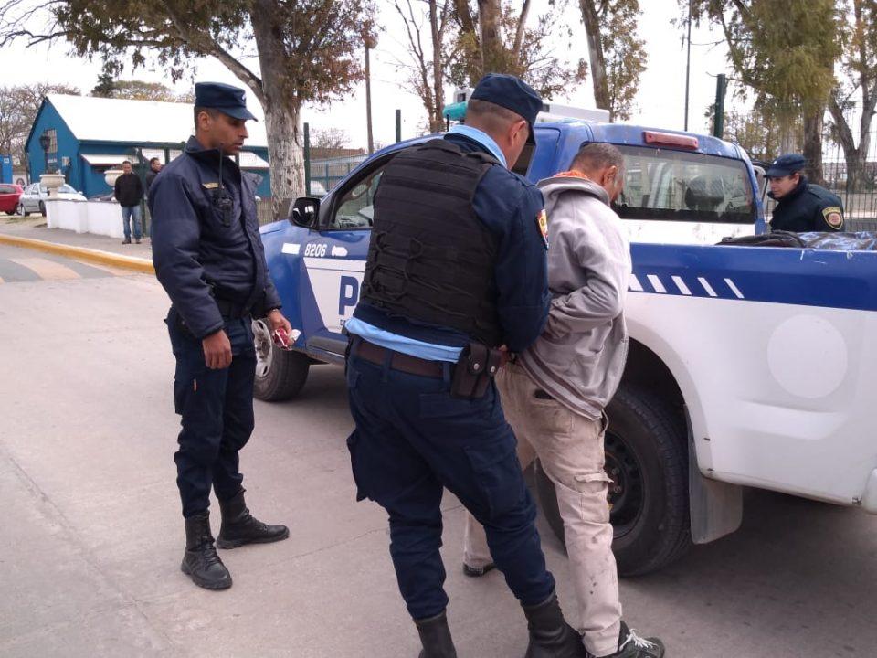 Un hombre increpó al gobernador en su visita a Alta Gracia y quedó detenido