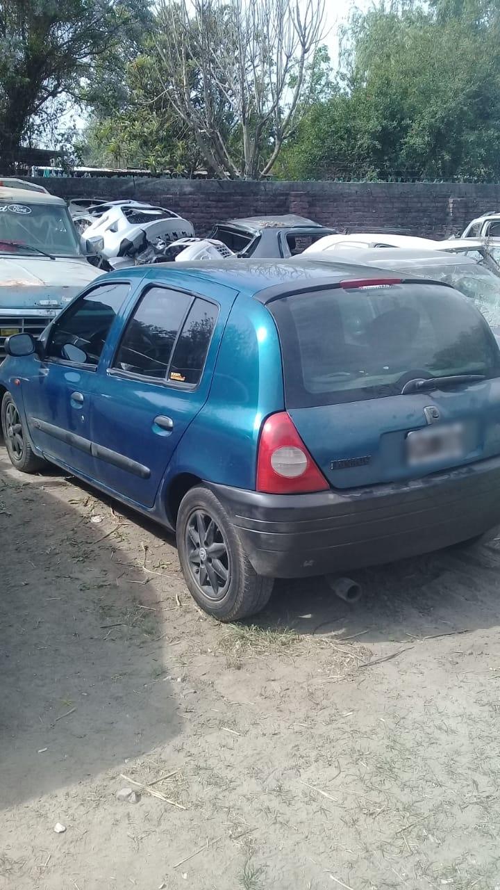 Renault Clío, robo y persecución por la Ruta 5