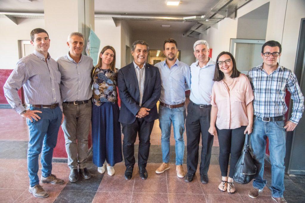Las autoridades municipales de la ciudad junto a los científicos invitados