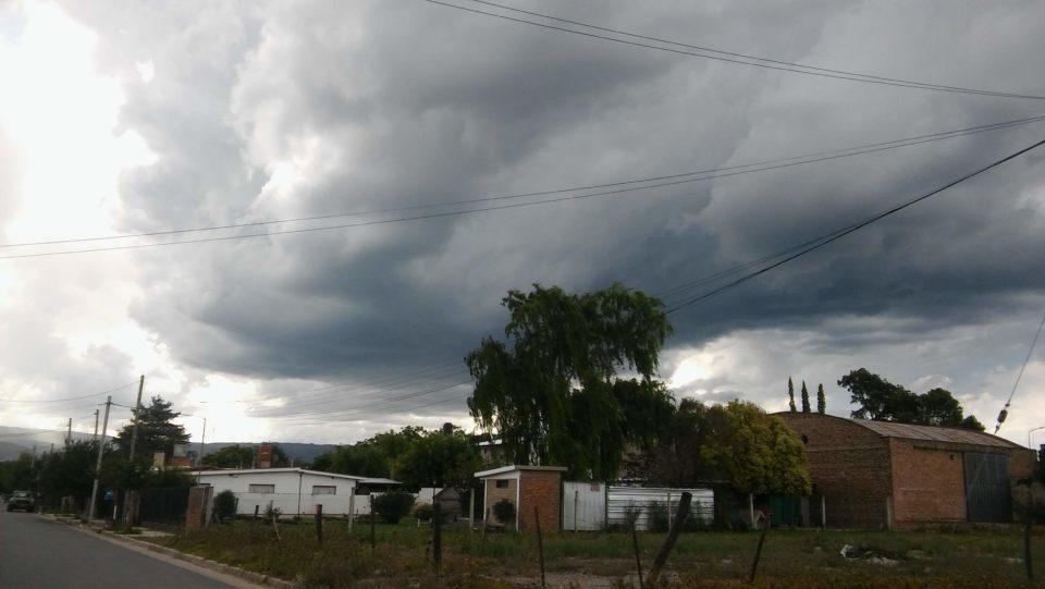 Alerta por tormentas fuertes con ráfagas para el sur y centro de Córdoba