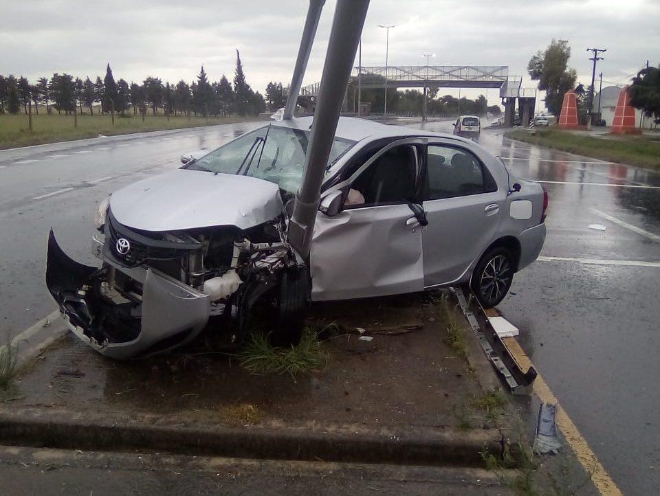 La sacó barata: un automovilista salió ileso luego de un fuerte choque en Los Cedros