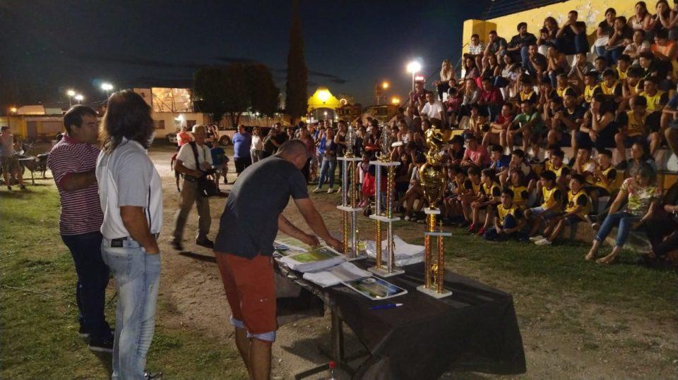 Jugadores, técnicos, padres, dirigentes y hinchas festejaron en la cancha.
