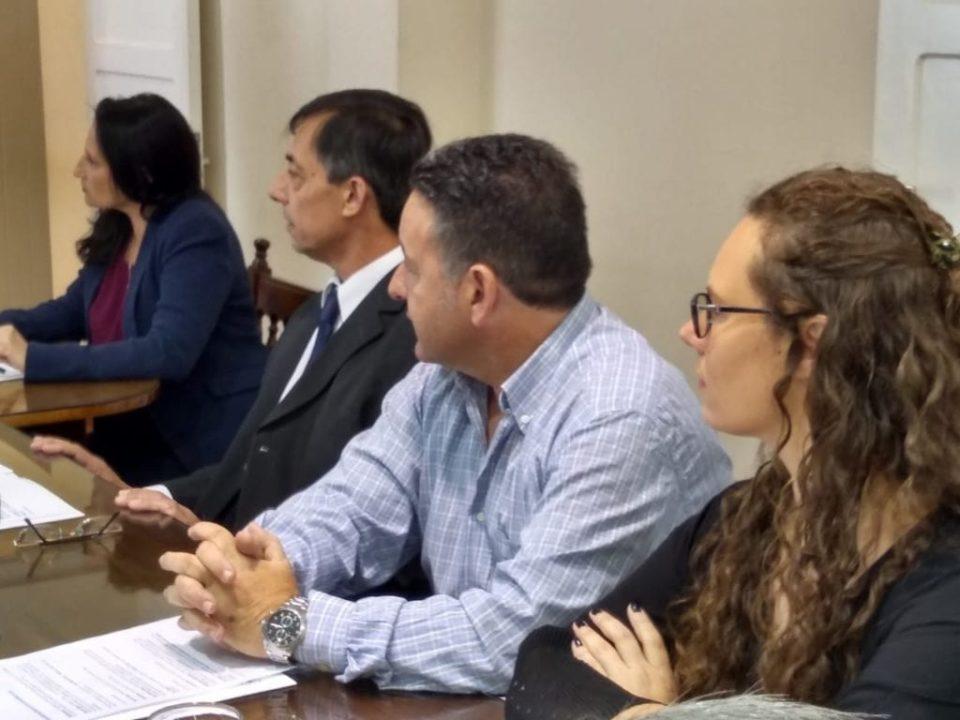 Dieron a conocer la decisión a través de un comunicado de prensa. Involucra a concejales y tribunos de cuentas.