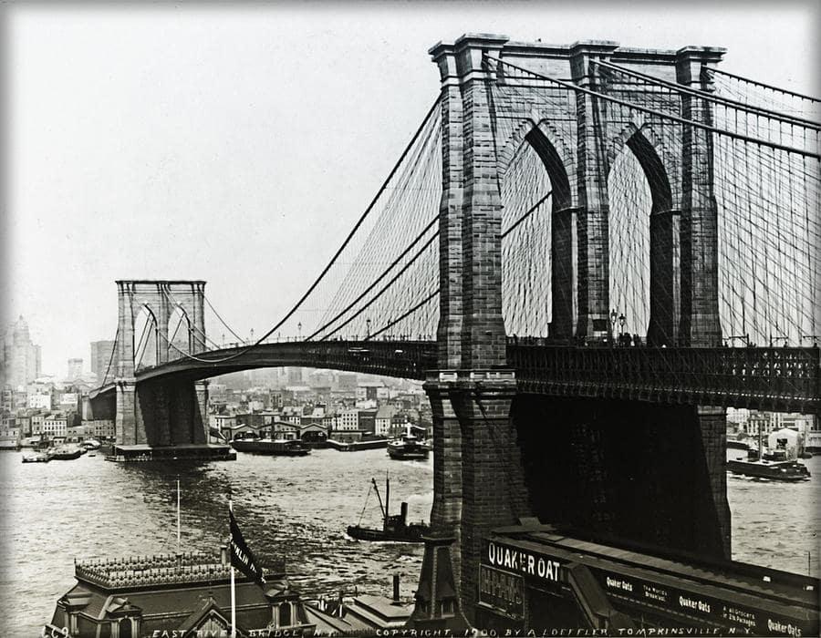 La increíble historia del hombre que vendió una y cien veces el Puente de Brooklin.