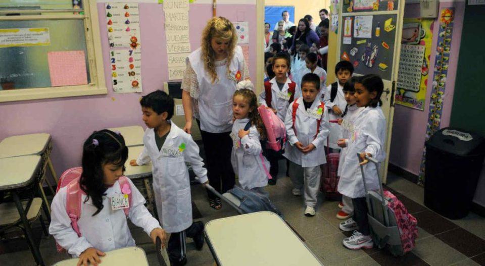 Docentes solicitan poder tomar cargos en escuelas